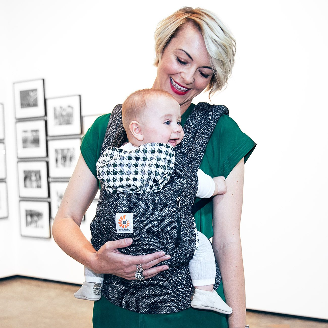 15 Hollywood Stars Spotted With An Ergobaby Carrier Maltamum